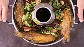"""วิธีทำ เมนู """"ต้มโคล้งปลาสลิด"""" น้ำซุปแซ่บ พร้อมปลาสลิดทั้งตัว!"""