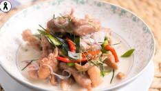 """วิธีทำ """"ต้มกะทิหมู"""" อาหารไทยชาววังทำได้ที่บ้าน"""