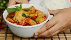 """วิธีทำ """"ขนมจีนแกงเผ็ดไก่"""" อร่อยแบบไทย ๆ เหมือนคุณยายทำให้กิน!"""