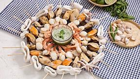 """แจกวิธีทำ """"ทะเลเสียบไม้ลวกจิ้ม"""" เมนูซีฟู้ดกินง่าย เหมาะสำหรับทุกปาร์ตี้!"""