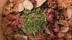 FON NAT KATYA | EP.1 สุดของข้าวผัดมันเนื้อ ในซอยสุขุมวิท 31 | Thaan Charcoal Cooking