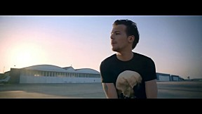 One Direction - Drag Me Down [Official Music Video]