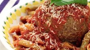 巨型肉丸長通粉 Giant Meatball Pasta