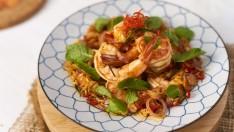 """วิธีทำ """"พล่ากุ้ง"""" เมนูอาหารไทยชาววัง รสจัดจ้าน ทำง่ายได้ที่บ้าน"""