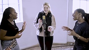Meghan Trainor - No Excuses (Acoustic) (Official Music Video)