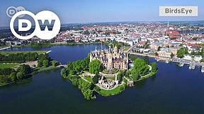 Schwerin Castle: Balancing Act on Water
