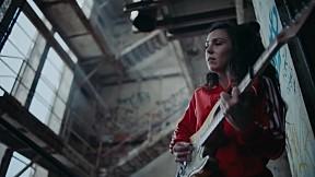 Amy Shark - C\'MON feat. Travis Barker (Official Music Video)