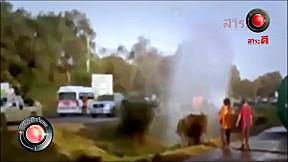เรื่องจริงผ่านจอ | นาทีเฉียดวัตถุอันตรายรถบรรทุกน้ำมันคว่ำ